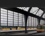 Bahnhofe/138499/-drinnen-und-draussen---bahnsteig . Drinnen und Draußen - Bahnsteig in der Halle und außerhalb, Karlsruhe Hauptbahnhof (Matthias)