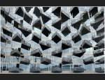 Kopenhagen/343/immer-wieder-ein-fotografisches-thema-die Immer wieder ein fotografisches Thema: Die Fassaden von Wohngebäuden mit ihren Balkonen. Hier ein sehr eigenwilliges Wohngebäude in Kopenhagen. Die Fassade ist völlig verglast und die dreieckigen Balkone zeigen mit ihren Spitzen in unterschiedliche Richtungen. Im Ausschnitt gesehen ergibt dies ein ungewöhnliches Bild. (Matthias)